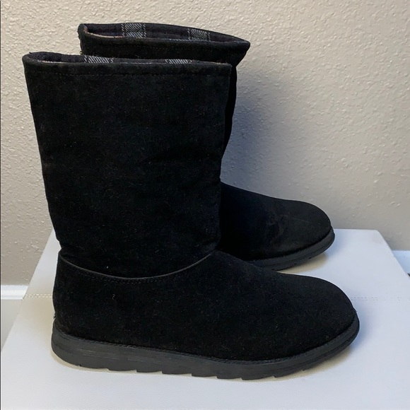 Muk Lugs flannel lined black suede ankle boots 10